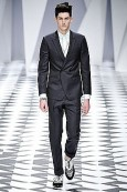 Versace: Spring / Summer 2011 Menswear Fashion Show